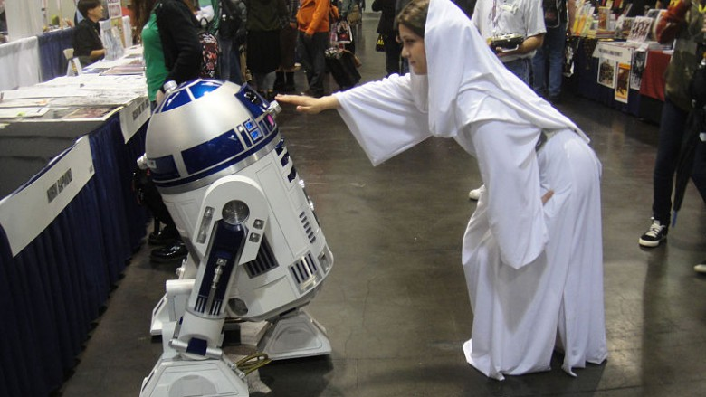 WonderCon_2012_-_R2-D2_and_Princess_Leia_(6873208686)